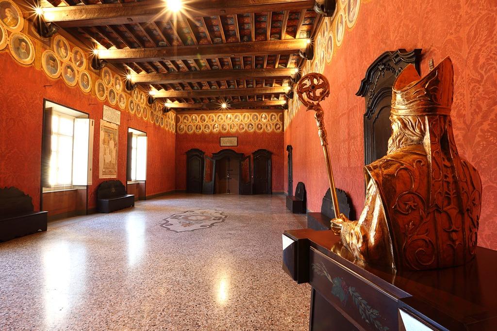 slide 4 sala del trono museo del tesoro del duomo